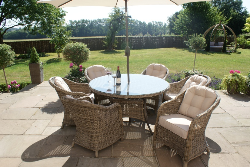 Maze Rattan Winchester 6 seat round dining set with rounded chairs