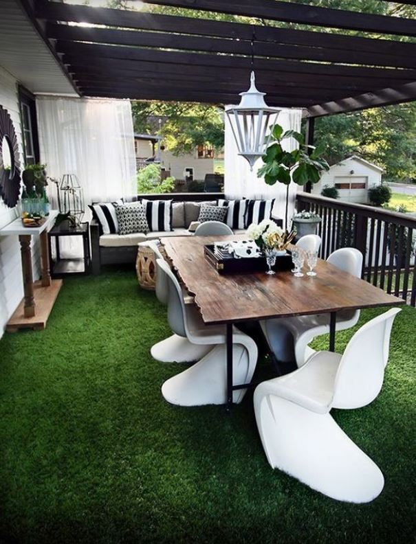Artificial grass for your balcony